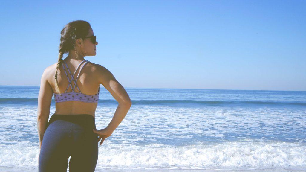 girl-on-beach-spray-tan